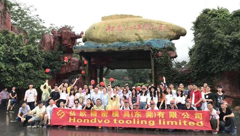 L'Équipe de la Société Fait Un Voyage à Qingyuan